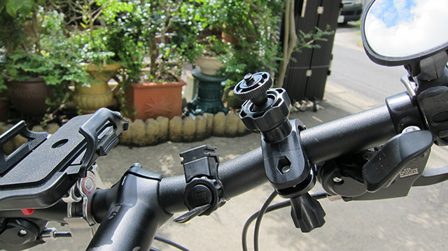 クロスバイク ハンドル周り